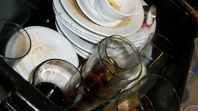 洗ったばかりのグラスが生臭い時の対処法